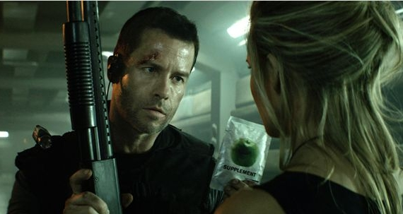 lockout-guy-pearce1